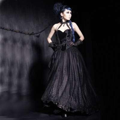 Schwarzes Hochzeitskleid mit Samt und Spitze | VOODOOMANIACS